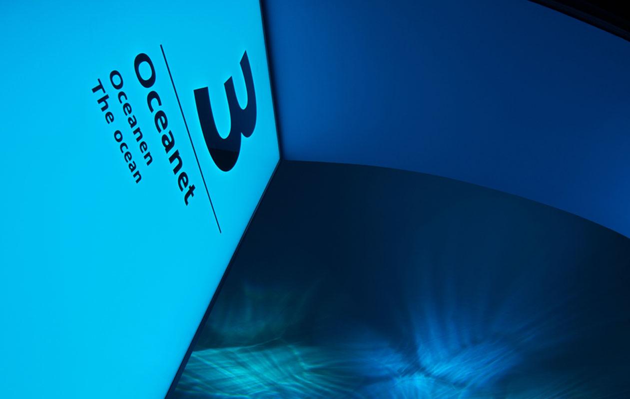 Lichtfläche aus Lightpanel original RGB. Als Oberfläche der Lightpanels wurde Sicherheitsglas mit Digitaldruck eingesetzt. Klaus Reinelt