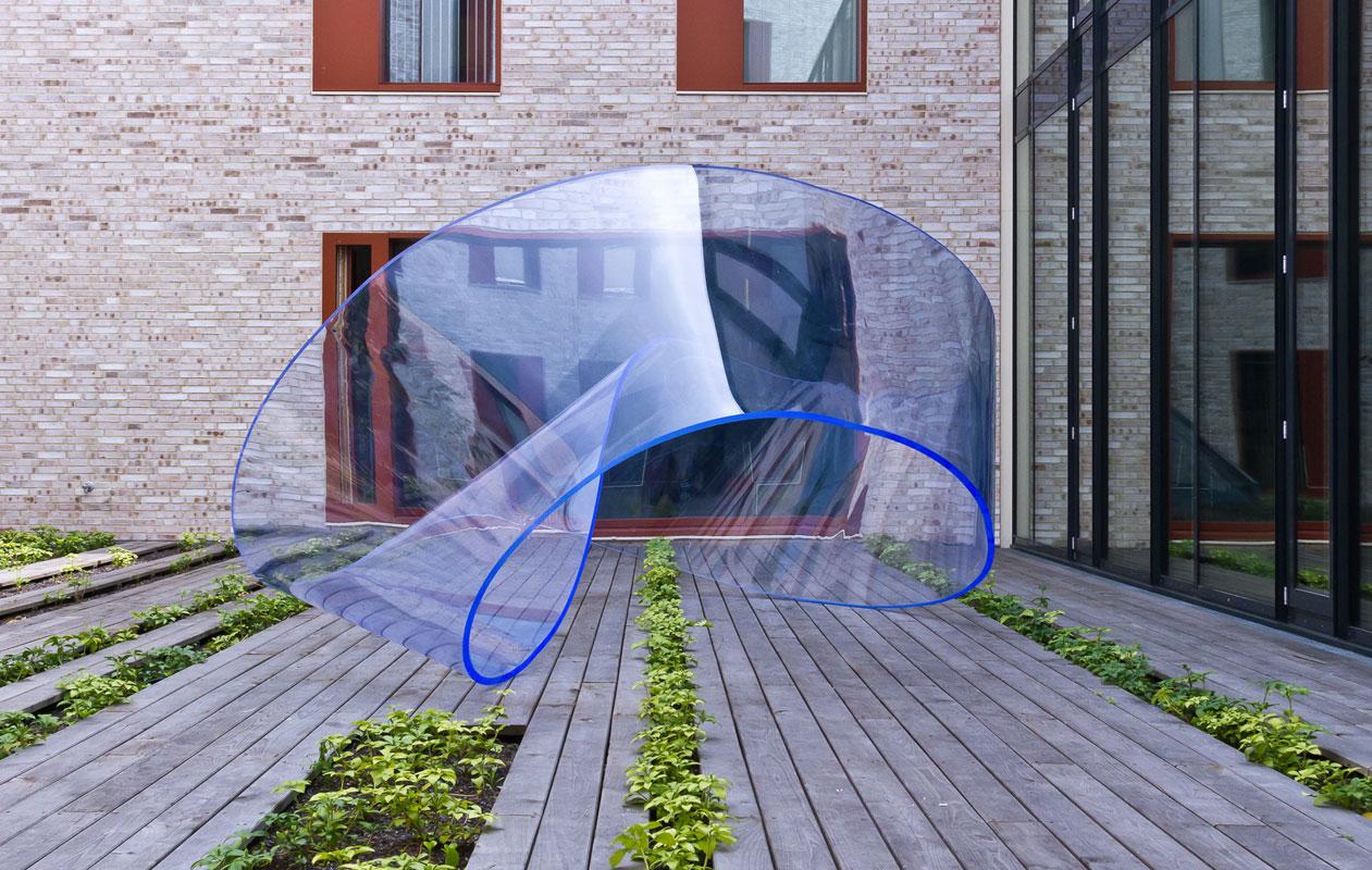 Die Skulptur im Innenhof des Amtes wirkt leicht und fragil. Foto: axis