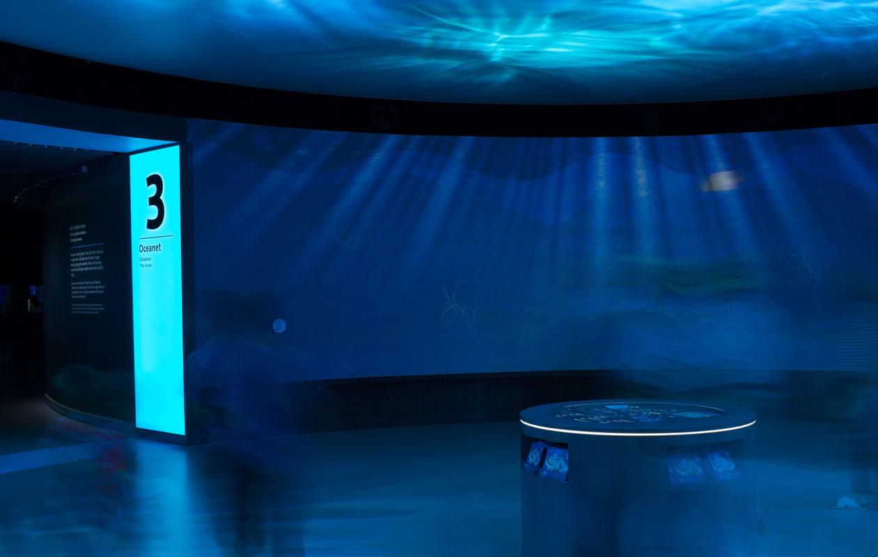 Der Besucher hat das einzigartige Gefühl, selbst unter Wasser zu sein. Foto: Klaus Reinelt