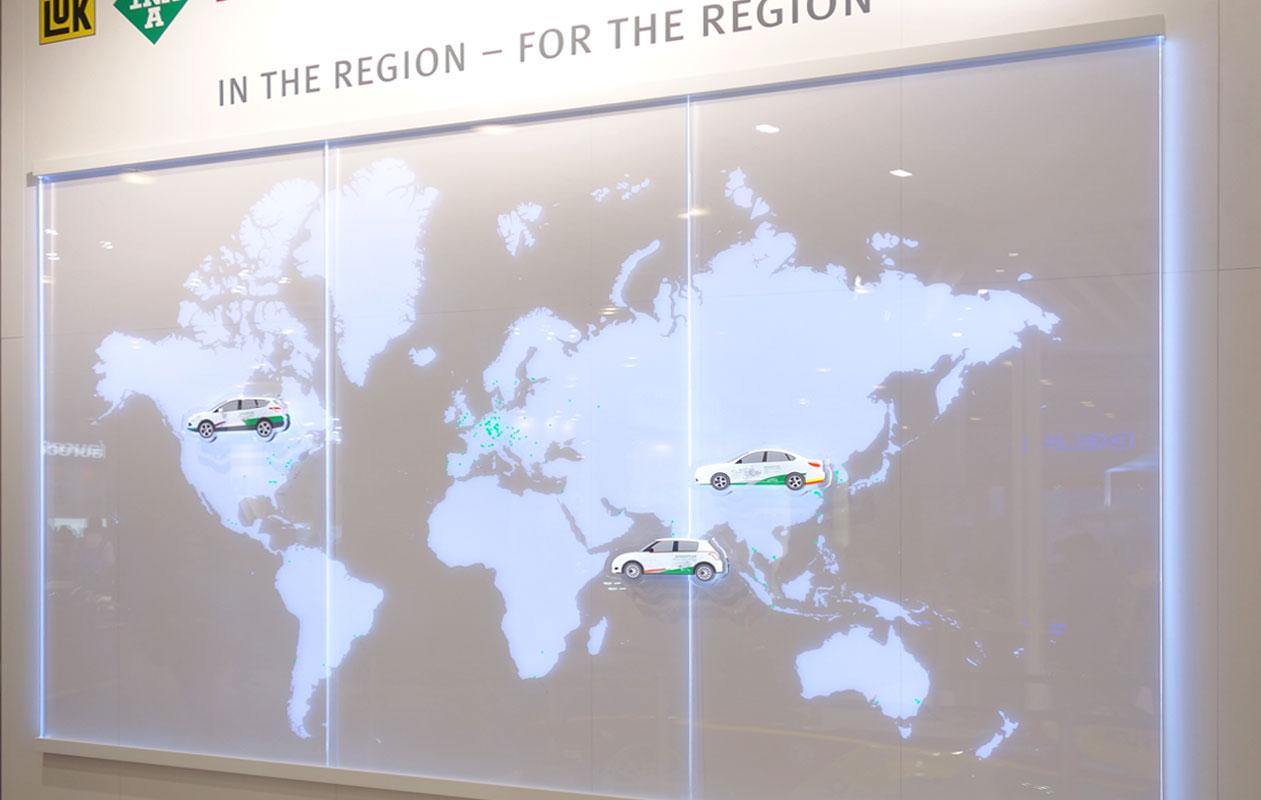 Die Fahrzeuge bestehen aus individuell angefertigten Lightpanels alu-slim. Foto axis.