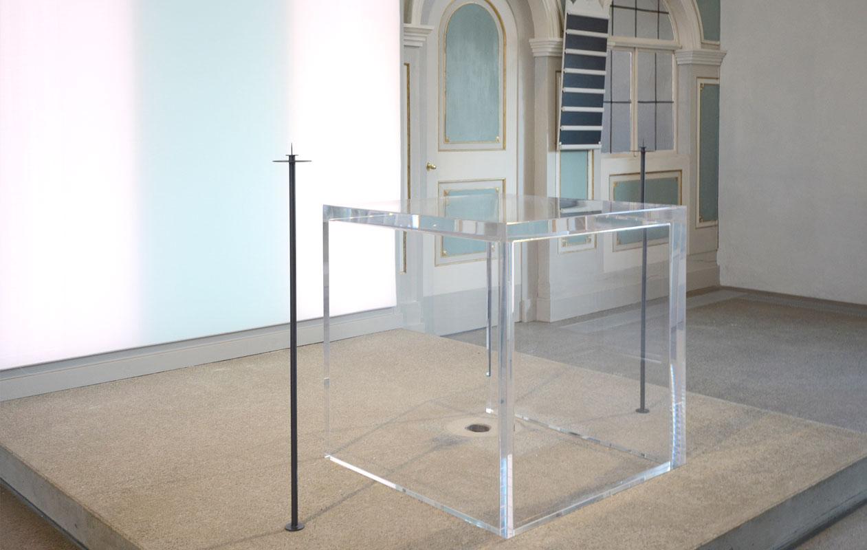Altar aus transparentem Acrylglas. Foto: axis
