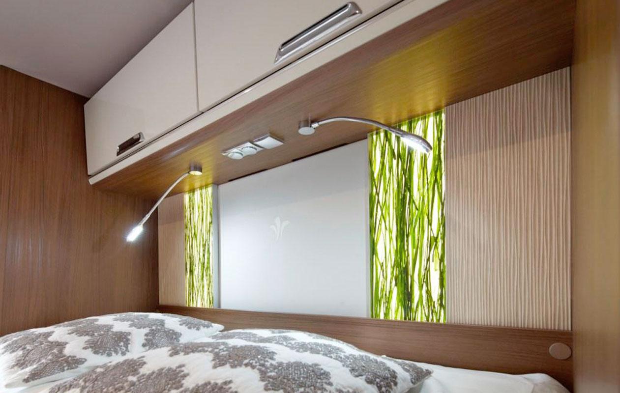 """Serienprodukt im Luxuscaravan: Lightpanel alu-slim in Kombination mit der Designpanel-Oberfläche """"Invision jungle"""". Foto: Niesmann & Bischoff"""