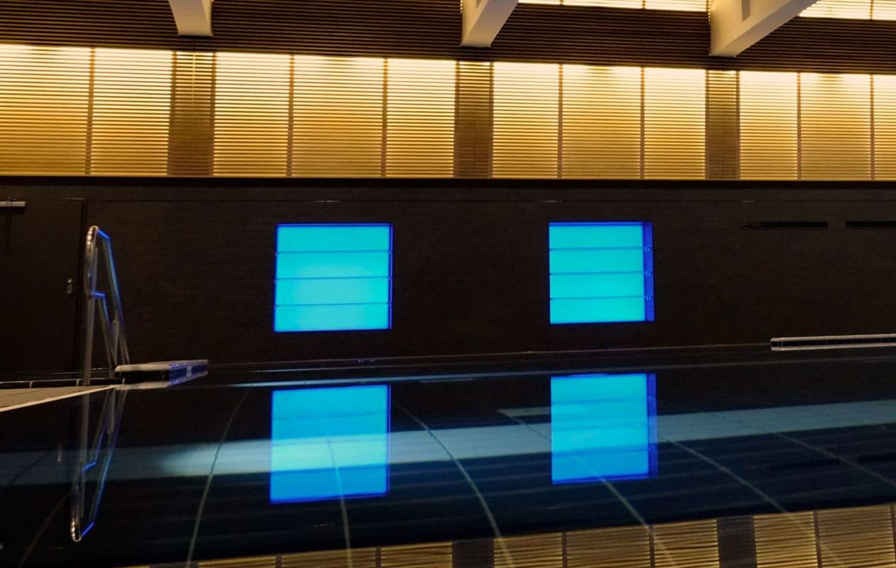 Große Lightpanels schaffen Lichtszenerien in der VitaSol Therme. Foto: VitaSol Therme GmbH