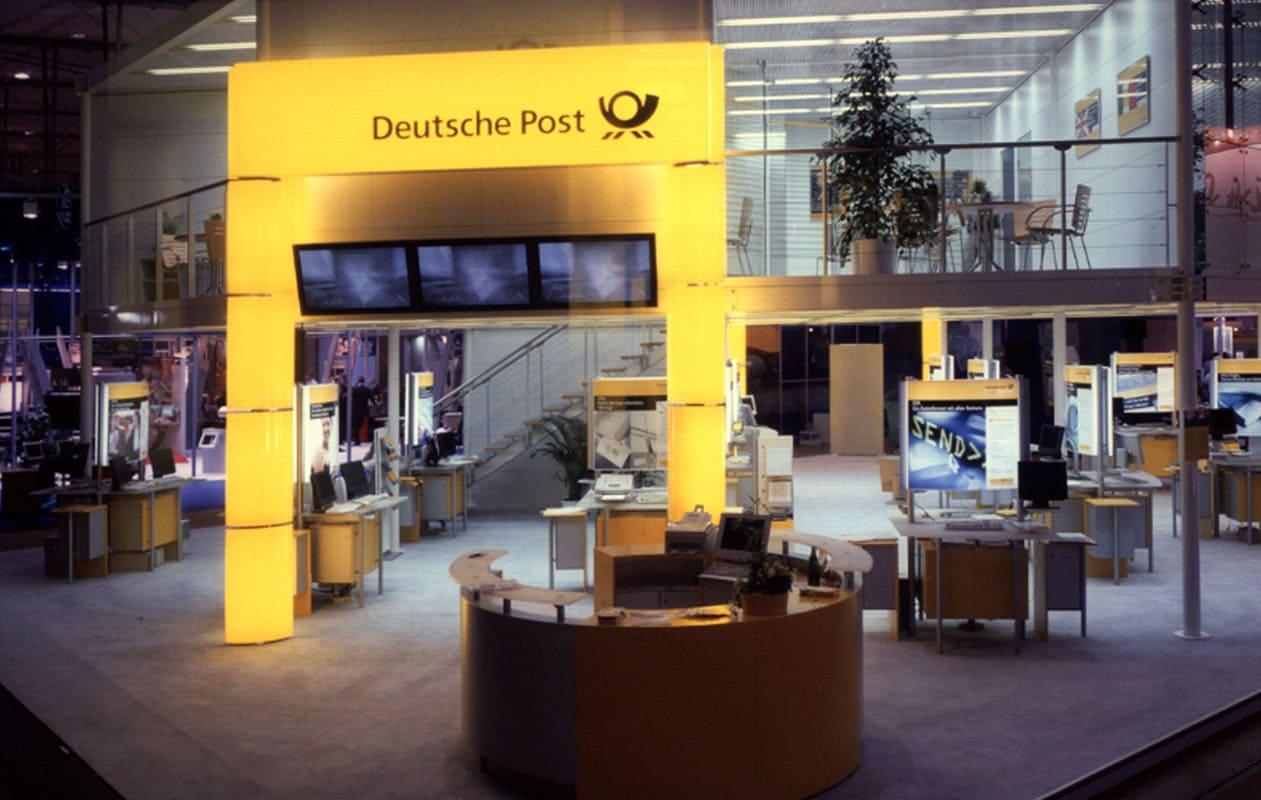 Modulares Lichttor am Messestand der Deutschen Post auf der CeBIT.