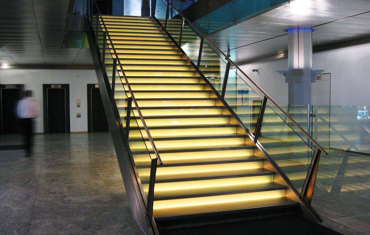Die Stufen sind einzeln individuell mit LEDs beleuchtet. Foto: axis