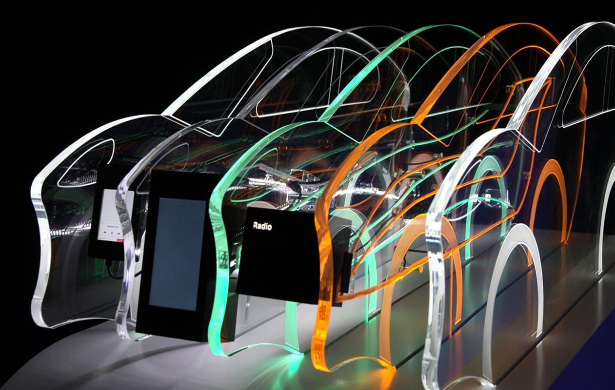 Die jeweiligen Bereiche werden durch farbiges Licht hervorgegoben. Foto: axis