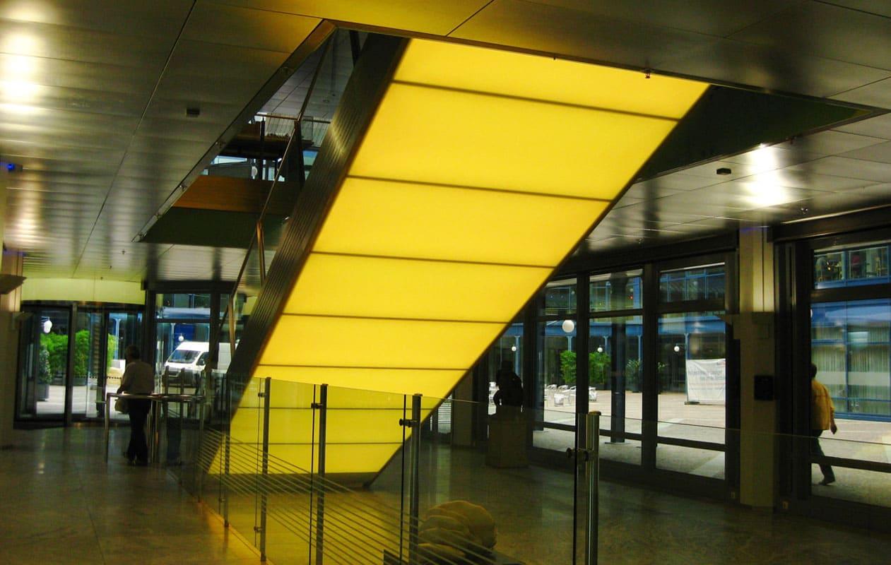 Acht Lightpanels original befinden sich auf der Rückseite der Treppe. Foto: axis